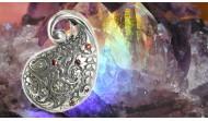 Сребърни висулки и медальони с камъни